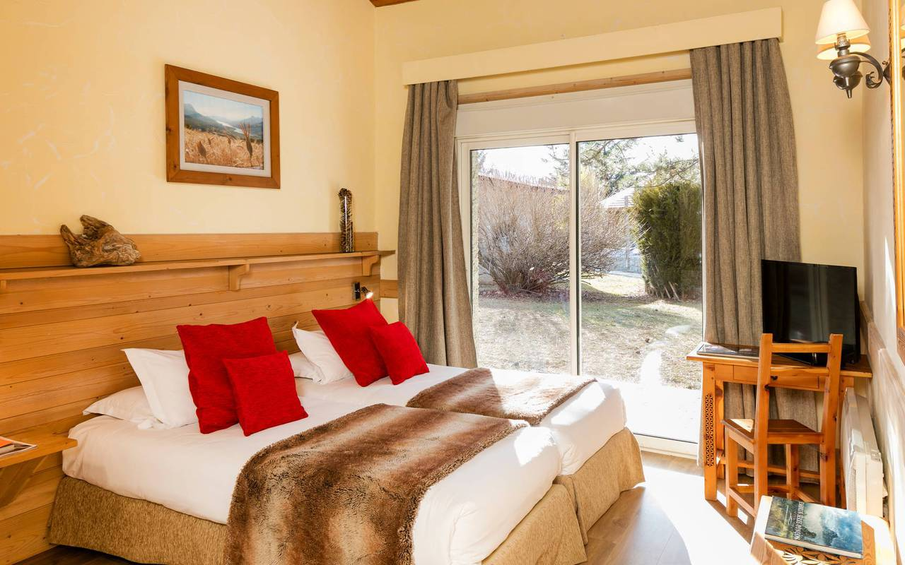 Room with 2 beds, hotel spa Hautes-Alpes, Les Bartavelles