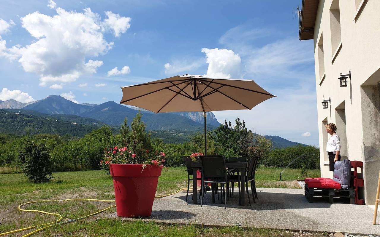 Large garden, hotel spa Hautes-Alpes, Les Bartavelles