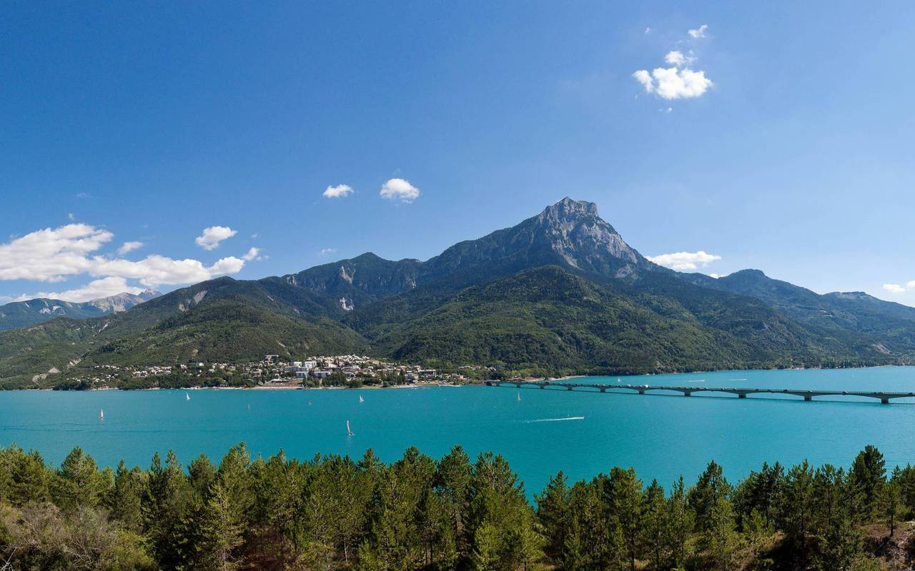 Serre Ponçon lake, boutique hotel hautes-alpes, Les Bartavelles