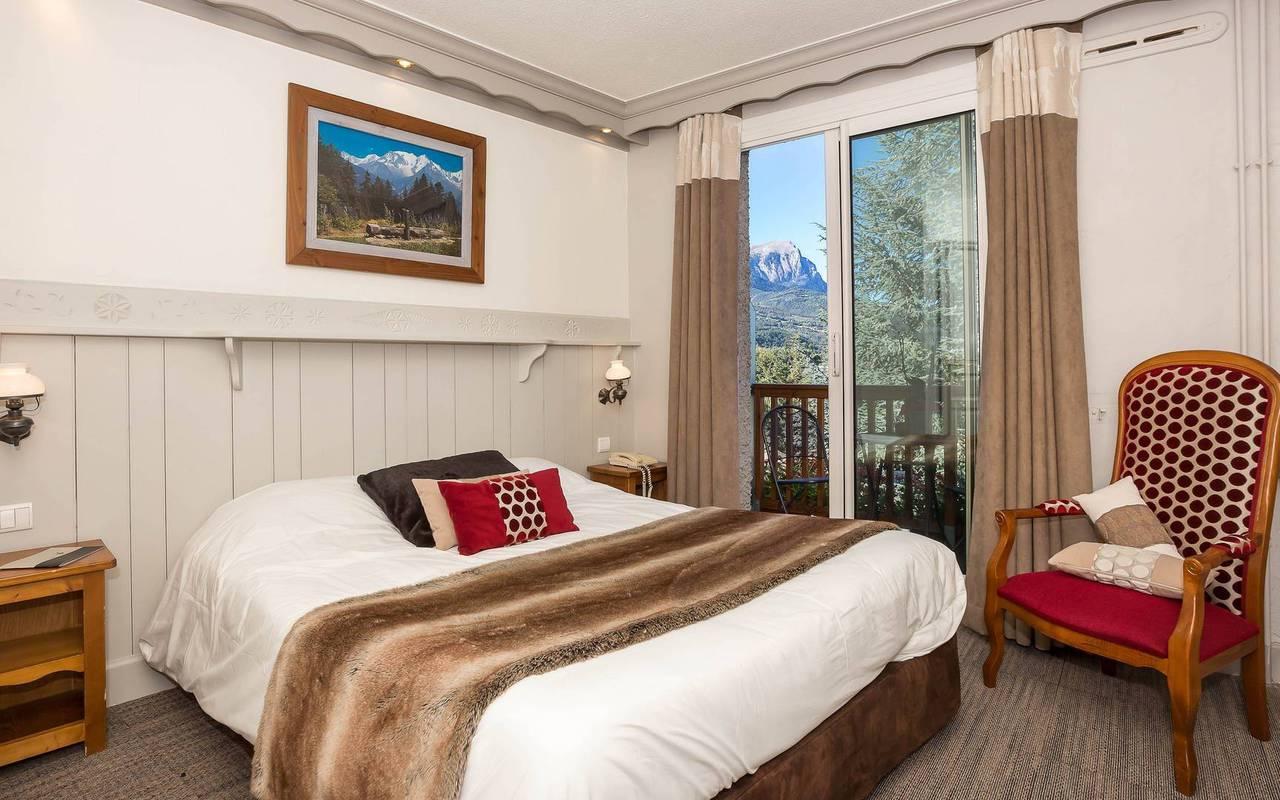 Typical room, boutique hotel hautes-alpes, Les Bartavelles