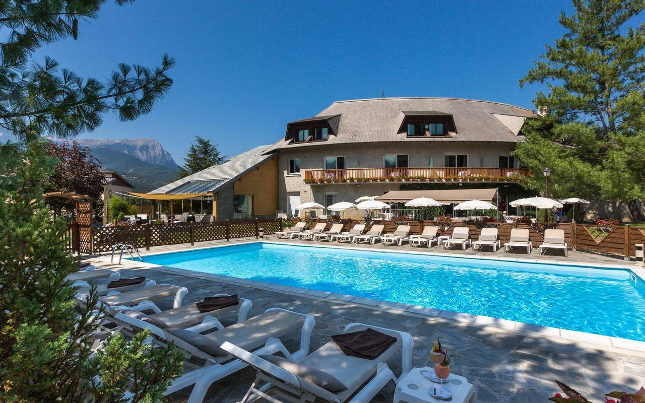 Shaded swimming pool, boutique hotel hautes-alpes, Les Bartavelles