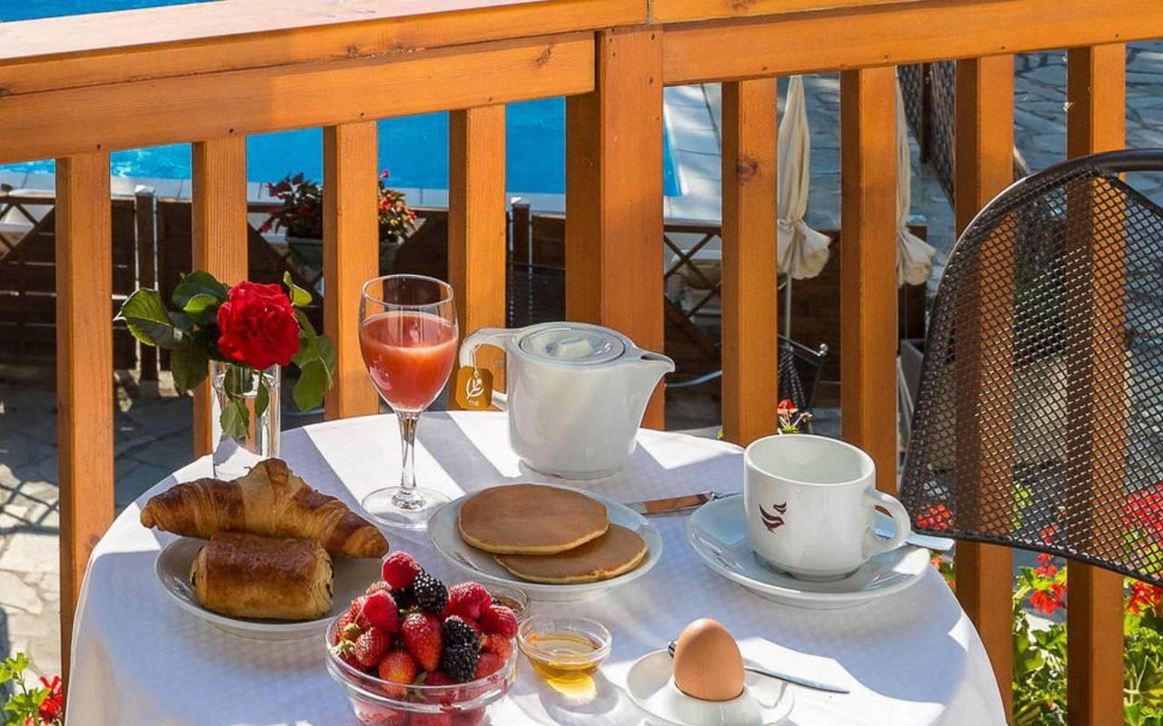 Petit-déjeuner, hôtel spa Hautes-Alpes, Les Bartavelles