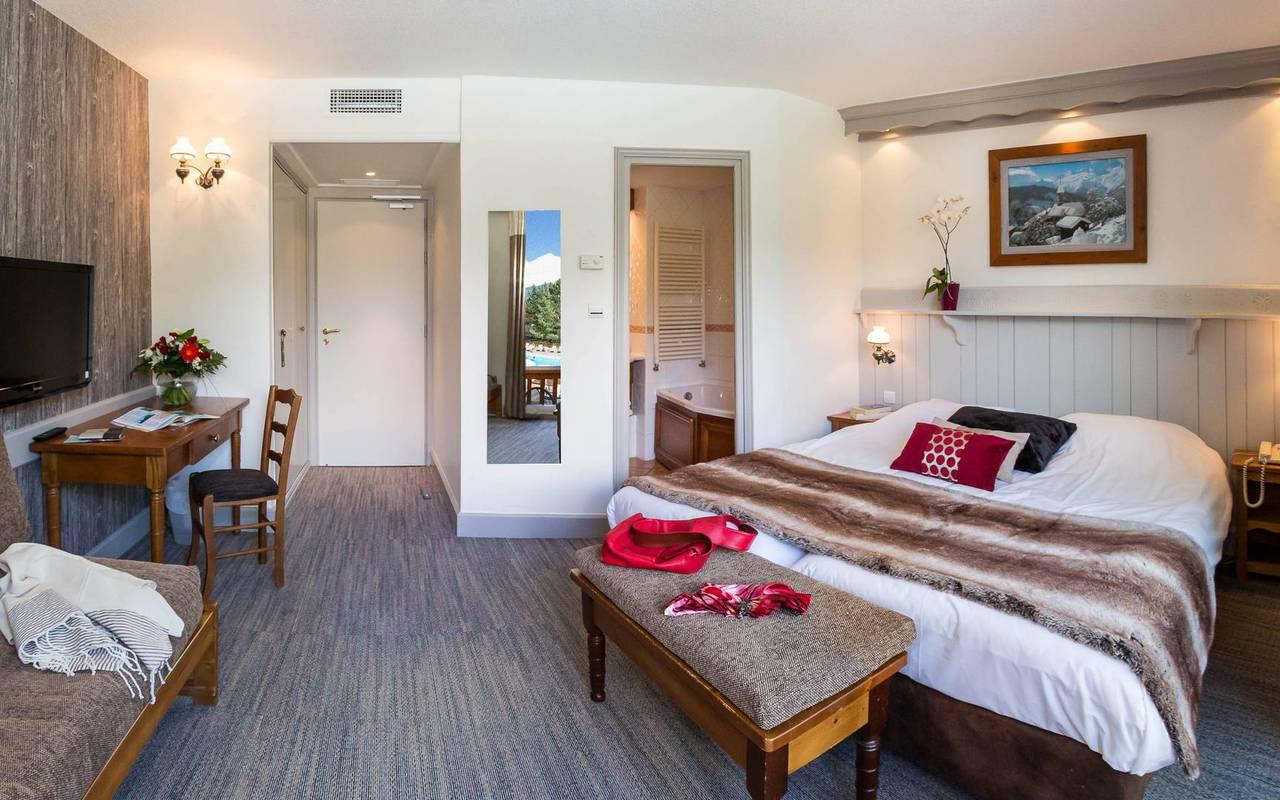 Chambre spacieuse, hôtel spa Hautes-Alpes, Les Bartavelles