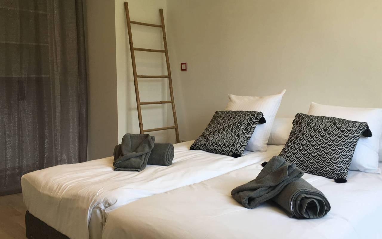 Chambre avec 2 lits, hôtel spa Hautes-Alpes, Les Bartavelles