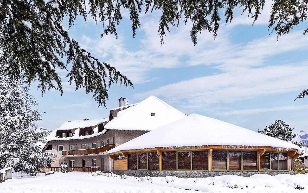 Hôtel sous la neige, hôtel de charme hautes-alpes, Les Bartavelles