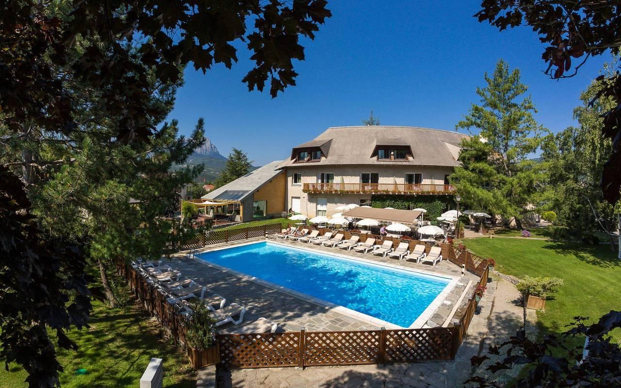 Hôtel avec piscine, hôtel de charme hautes-alpes, Les Bartavelles