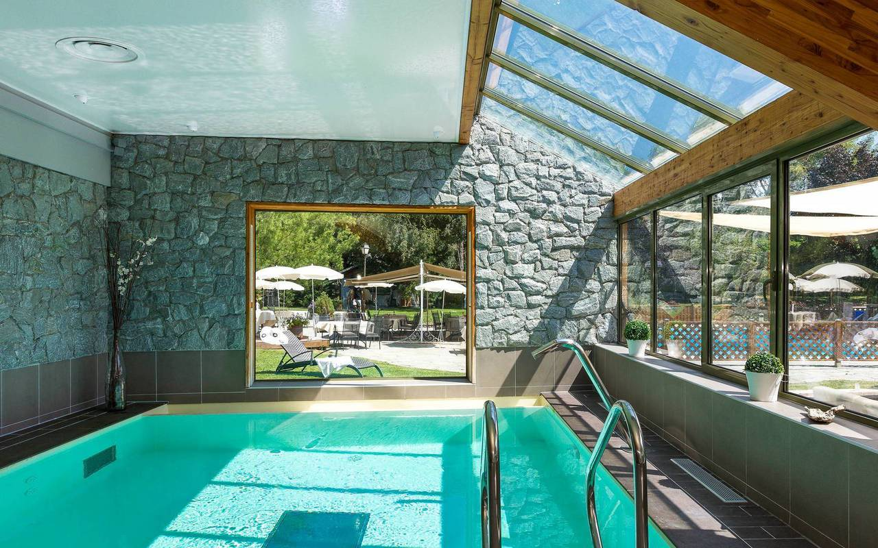 Piscine intérieur, hôtel de charme hautes-alpes, Les Bartavelles