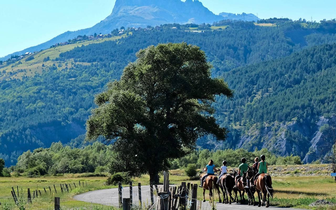 Promenade à cheval, séjour vacances Embrun, Les Bartavelles