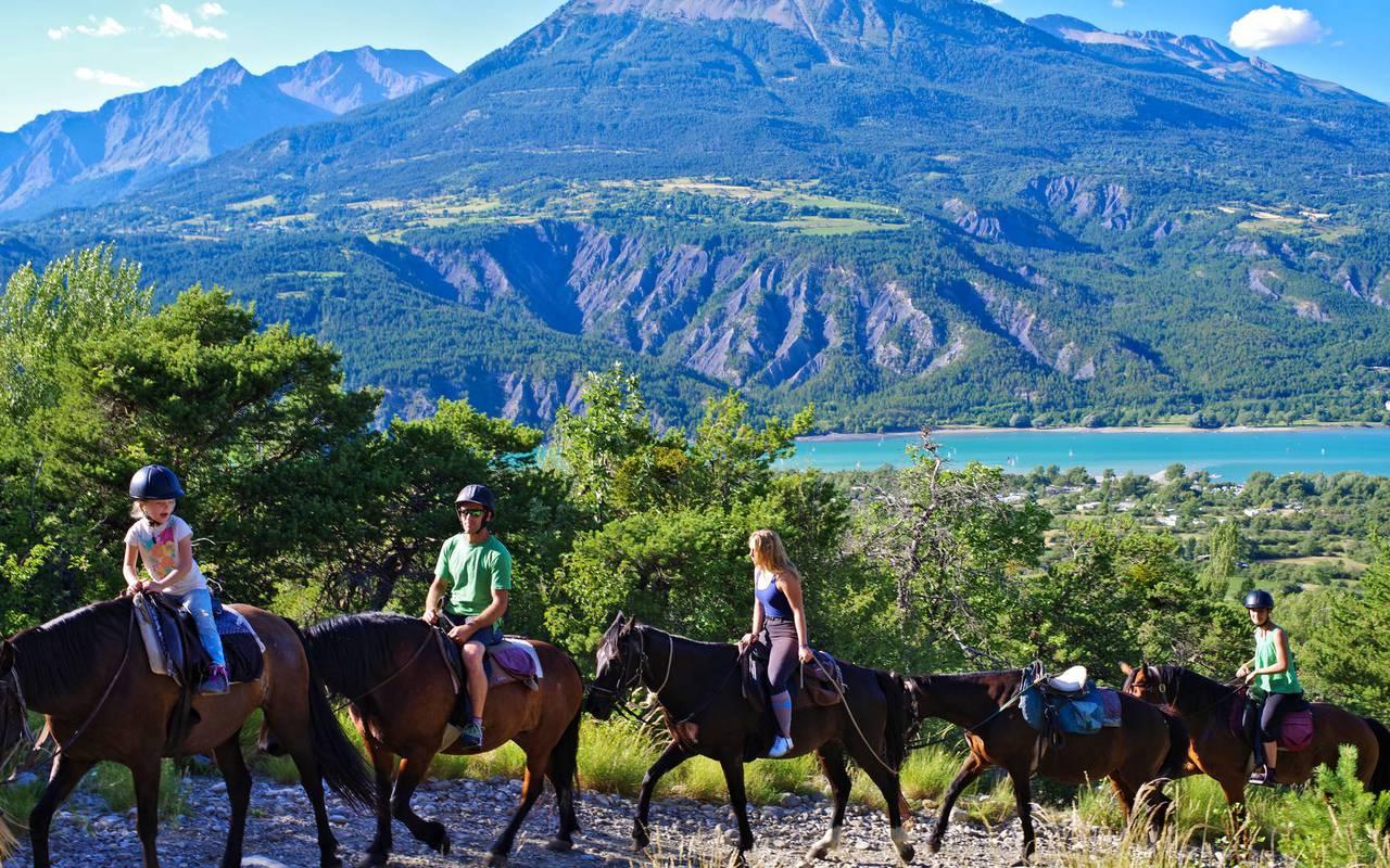 Balade à cheval, séjour vacances Embrun, Les Bartavelles